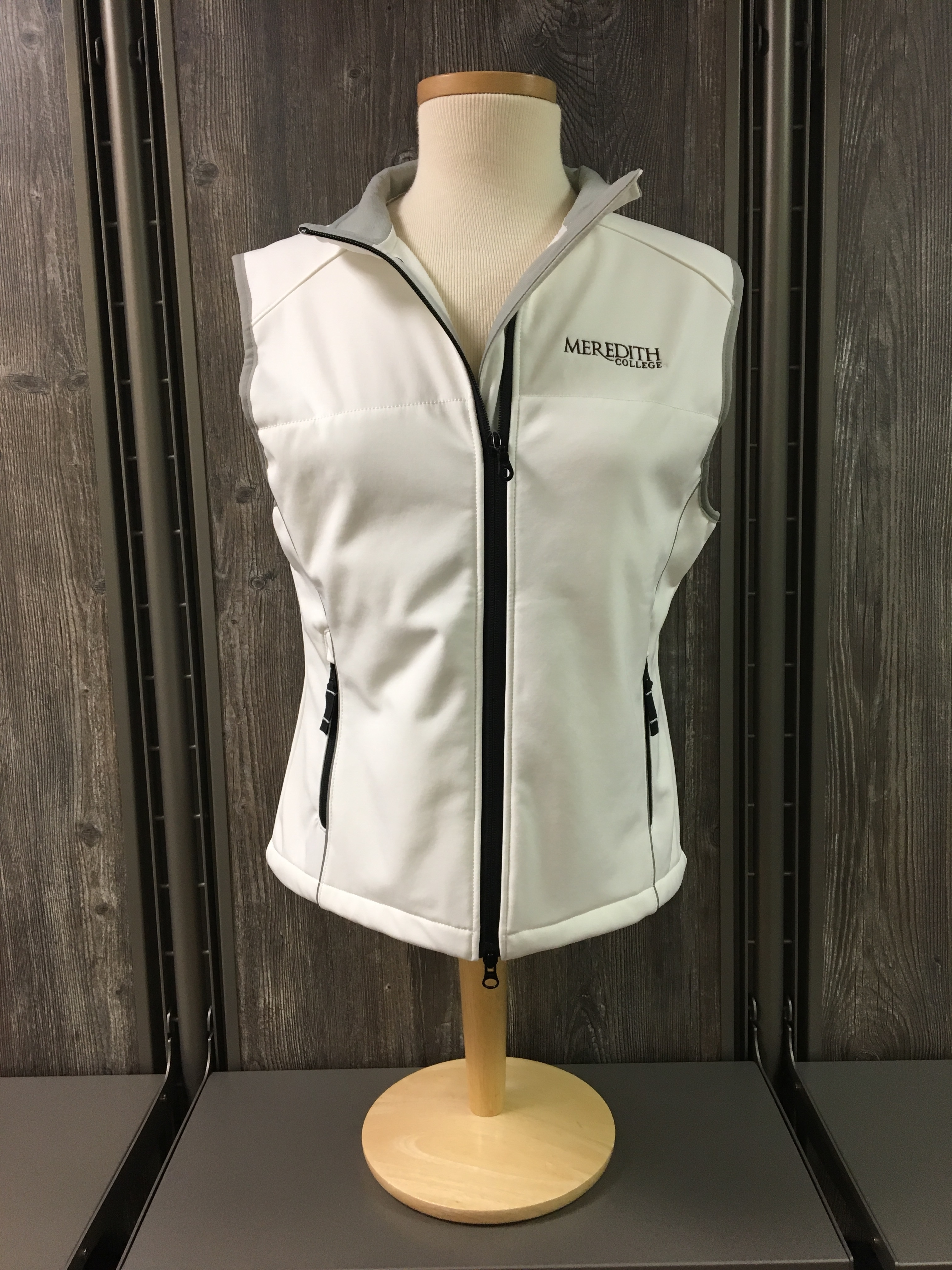 Image for the Women's Softshell Vest Off-White Cutter & Buck product